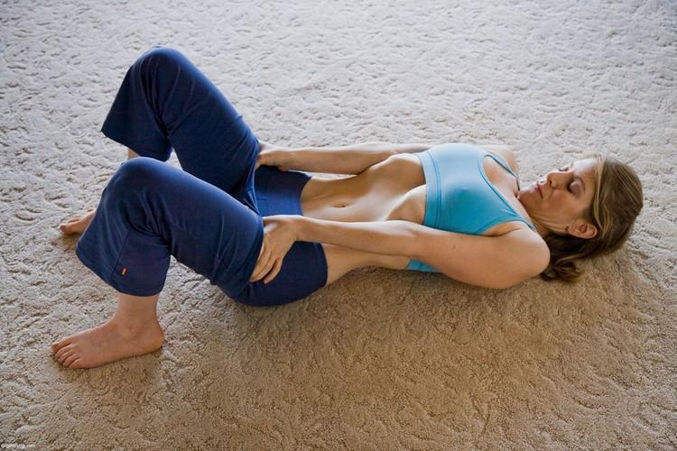 Cintura fina e uma barriga lisa com este exercício simples