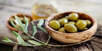 6 benefícios da azeitona (informação nutricional e como usar)