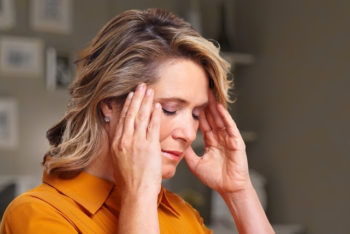 Dor de cabeça constante: 7 causas e como aliviar