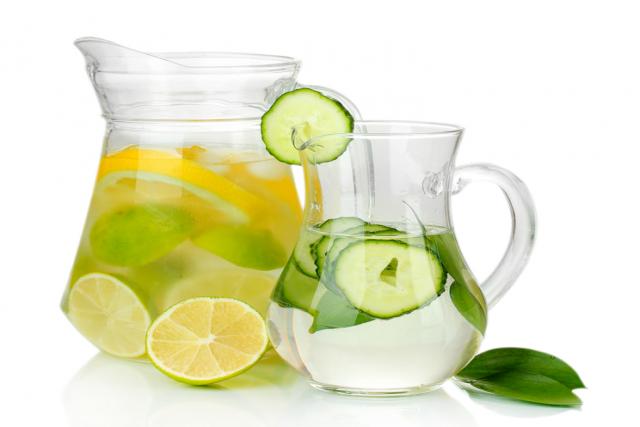 agua com limao laranja ou pepino