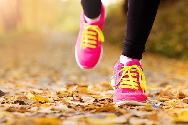 Como se alimentar antes, durante e após uma longa caminhada   Tua Saúde
