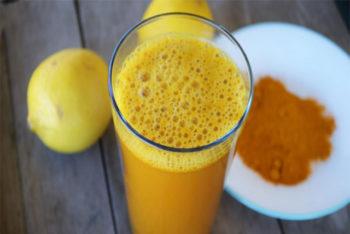 Isso é o que acontece quando você bebe esse suco de limão com cúrcuma todas as manhãs