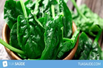 11 incríveis benefícios do espinafre (e informação nutricional) – Tua Saúde