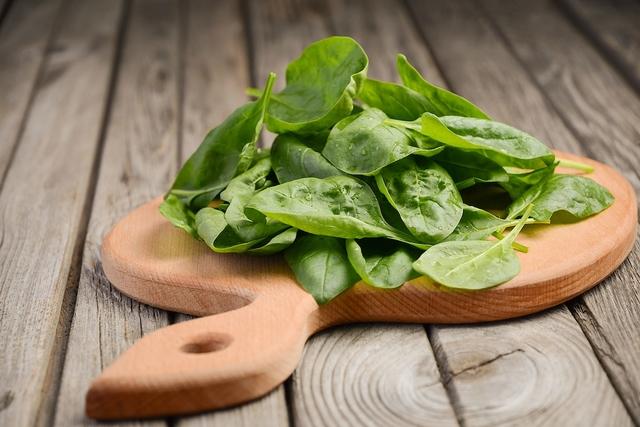 Espinafre: 11 benefícios, informação nutricional e receitas saudáveis
