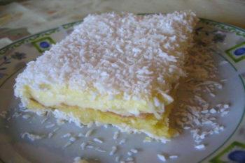 Torta pão-de-ló gelado de coco e abacaxi