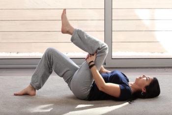 8 exercícios para o nervo ciático (e como fazer)