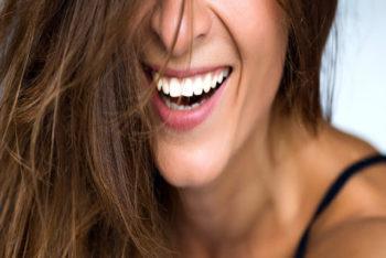 Procedimentos Estéticos Realizados em Consultórios Odontológicos